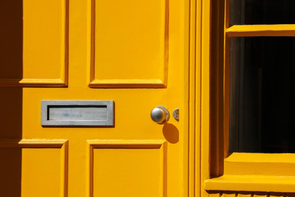 brievenbus plaatsen deur